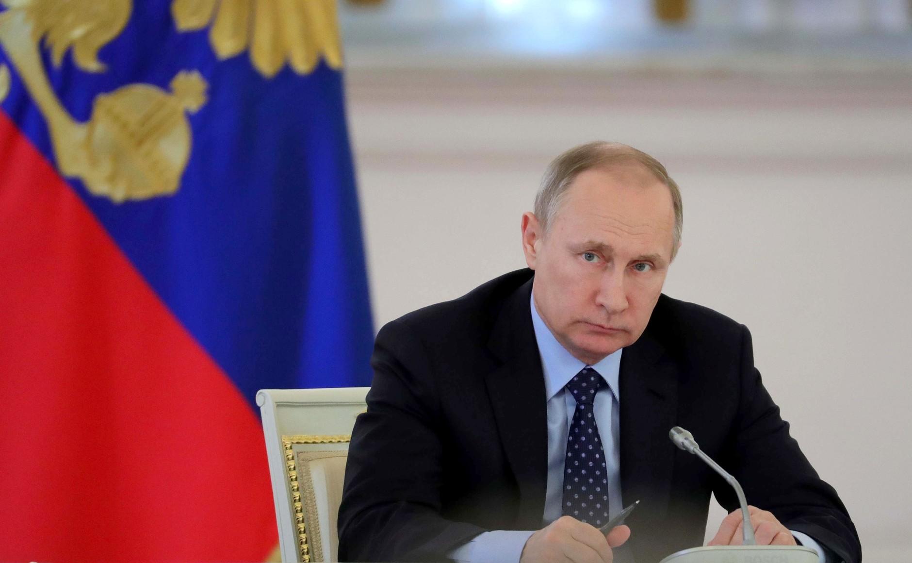Путин обсудит с силовиками права геев в Чечне