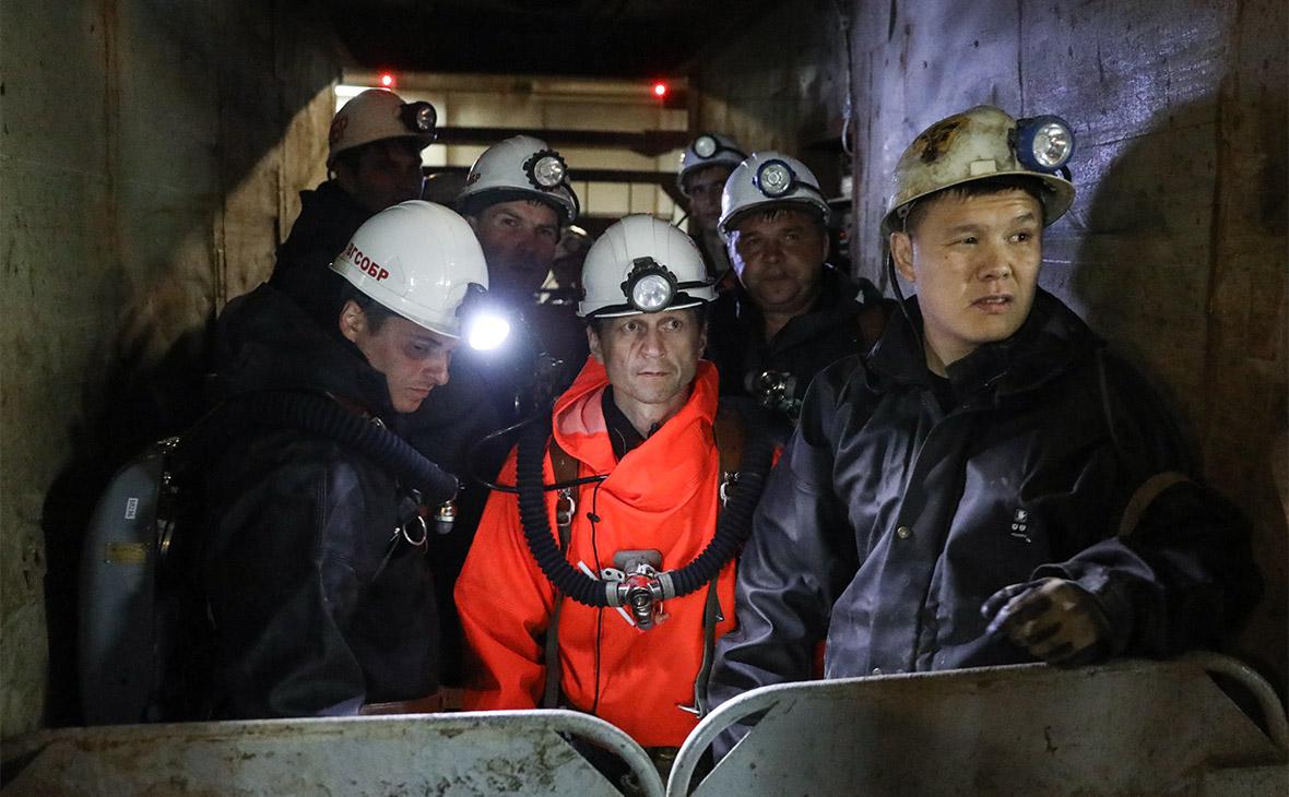 Сотрудники МЧС во время ликвидации последствий подтопления в шахте «Мир»