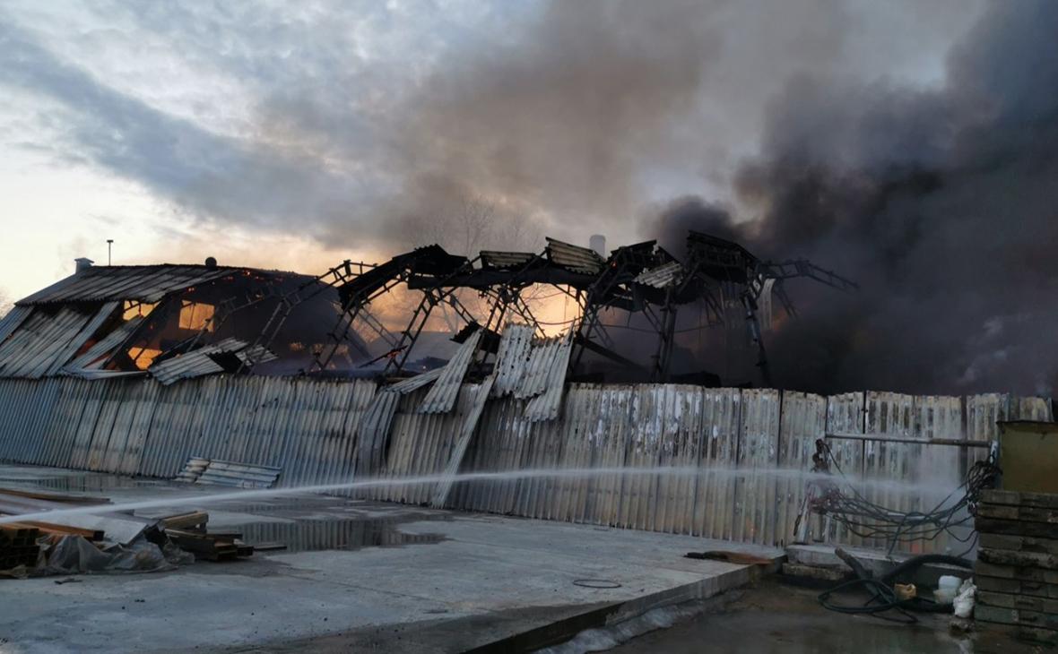 В ангарах в Самарской области произошел пожар на площади 1,2 тыс. кв. м