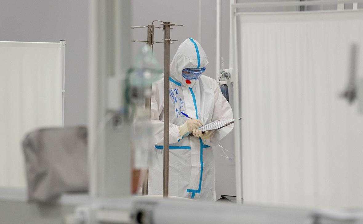 Суточная смертность от коронавируса в России вновь приблизилась к рекорду