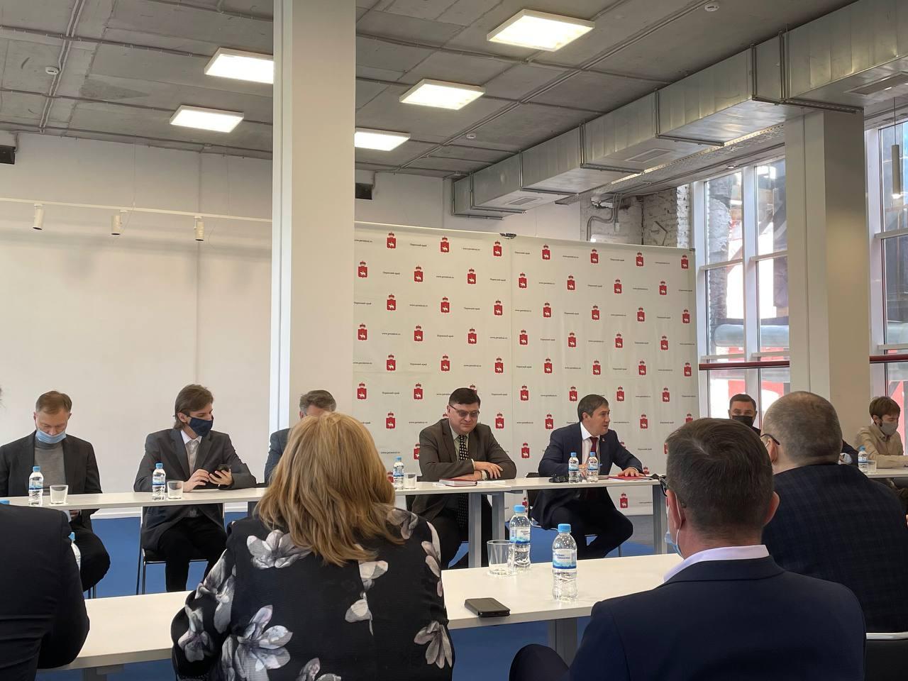 Мост, аэропорт и облигации: итоги встречи губернатора с пермскими СМИ