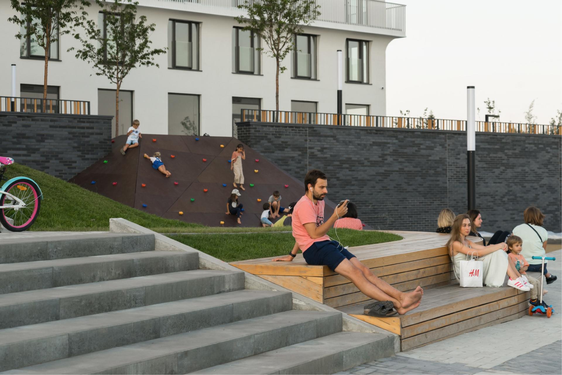 Продолжат развиваться общественные пространства в домах — в них будет расти число услуг, которые жители смогут получить как можно ближе к дому