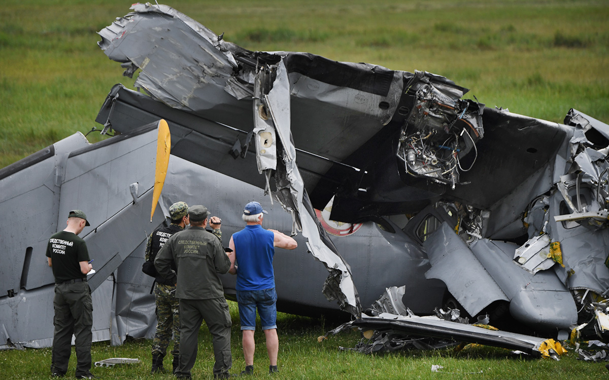 Власти пообещали помощь семьям погибших при крушении самолета в Кузбассе