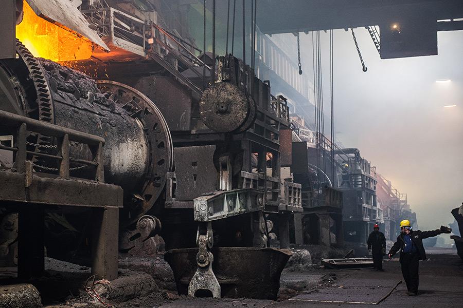 Медеплавильный цех Медного завода горно-металлургической компании «Норильский никель»