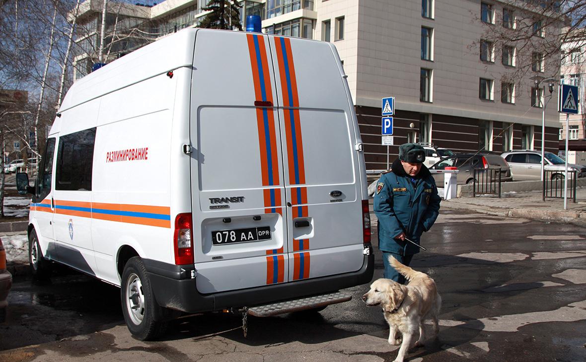 Автомобиль МЧС ДНР недалеко от места взрыва