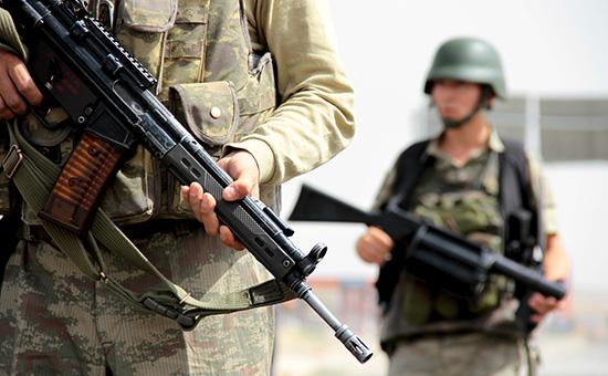 Турецкие солдаты на турецко-сирийской границе, октябрь 2015 года