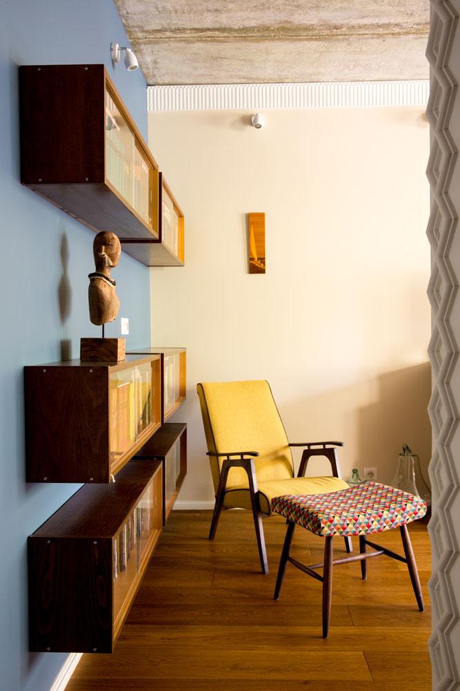 Кресло, принадлежавшее дедушке архитектора, заново перетянули и укрепили у основания