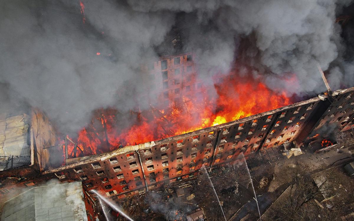 СК возбудил дело по факту пожара на Невской мануфактуре в Петербурге