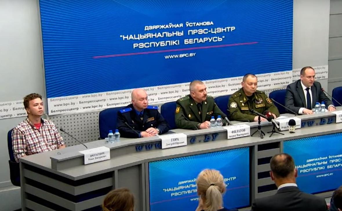 Роман Протасевич (слева)