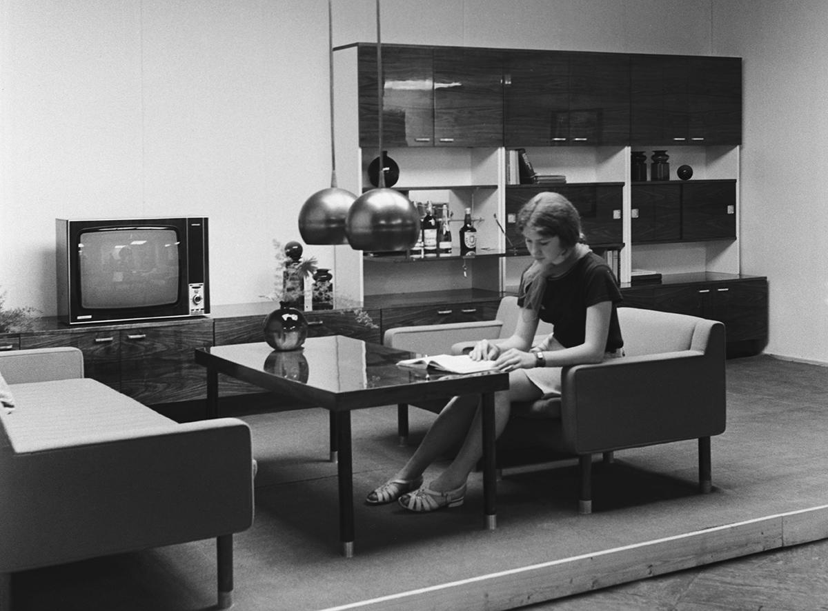 Гостиный мебельный гарнитур «Юбилеюс» автора Л. Завецкене, разработанный в Литовской ССР. 1972 год