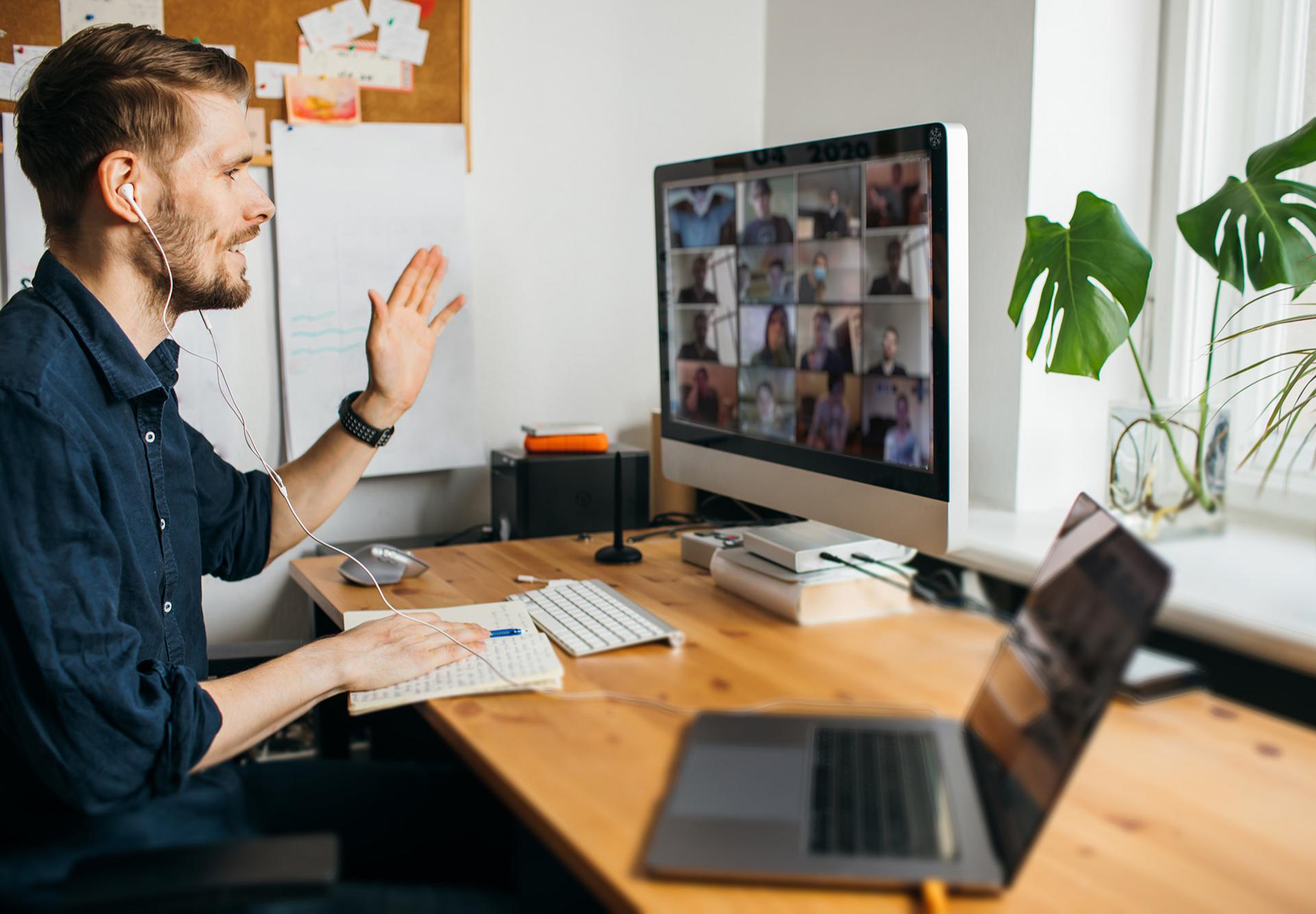 В принципе, благодаря современным средствам связи, работать можно откуда угодно