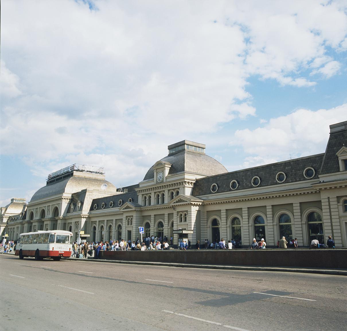 Павелецкий вокзал в 1995 году