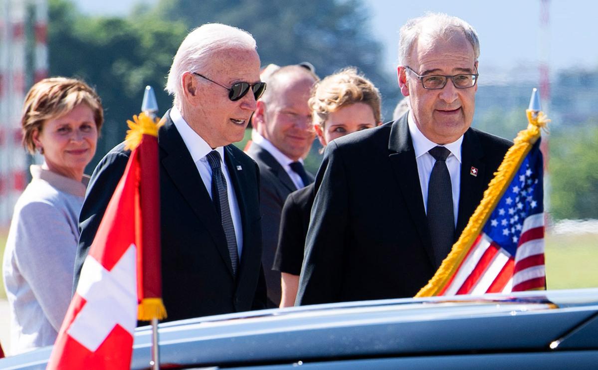 Ги Пармелен (справа) и президент США Джо Байден (слева)