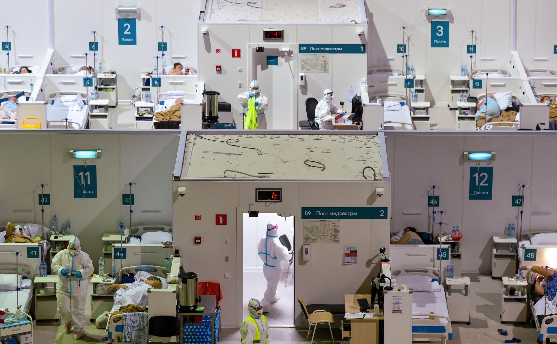 В России от коронавируса за сутки впервые умерли более 700 человек