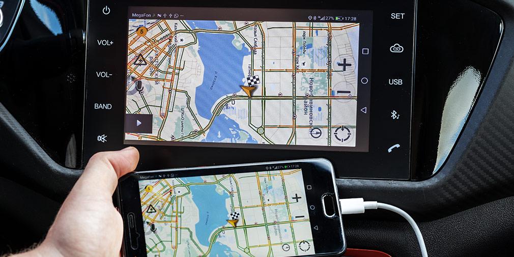 Функция Cloudrive дает возможность перенести содержимое смартфона в мультимедийную систему. Славно придумано!