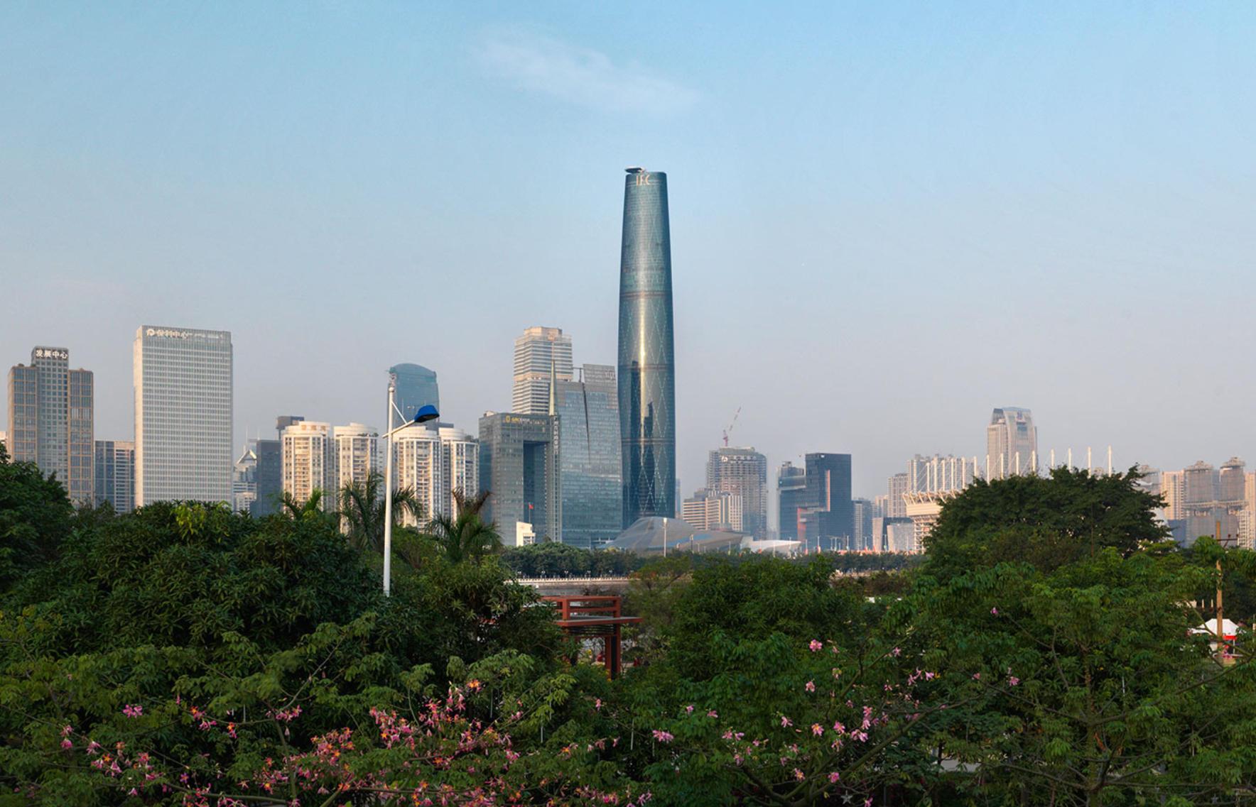 № 16. Международный финансовый центр Гуанчжоу (Guangzhou International Finance Center)   Высота: 438,6 м, 103 этажа Место: Гуанчжоу, Китай Назначение: отель и жилье Архитектура: Wilkinson Eyre Architects Дата строительства: 2010 год