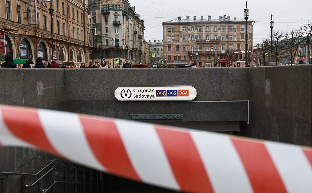 У станции метро «Садовая», закрытой после взрыва в вагоне поезда. 3 апреля 2017 года