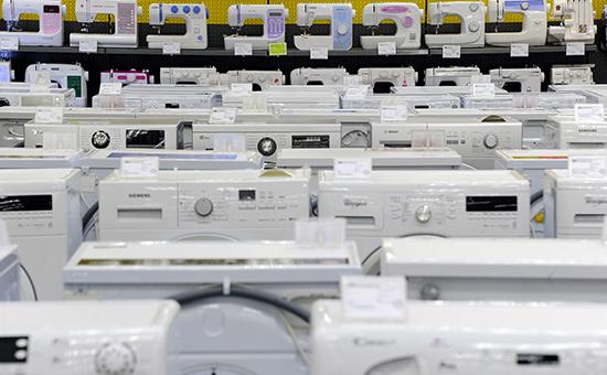Швейные и стиральные машины в магазине бытовой техники