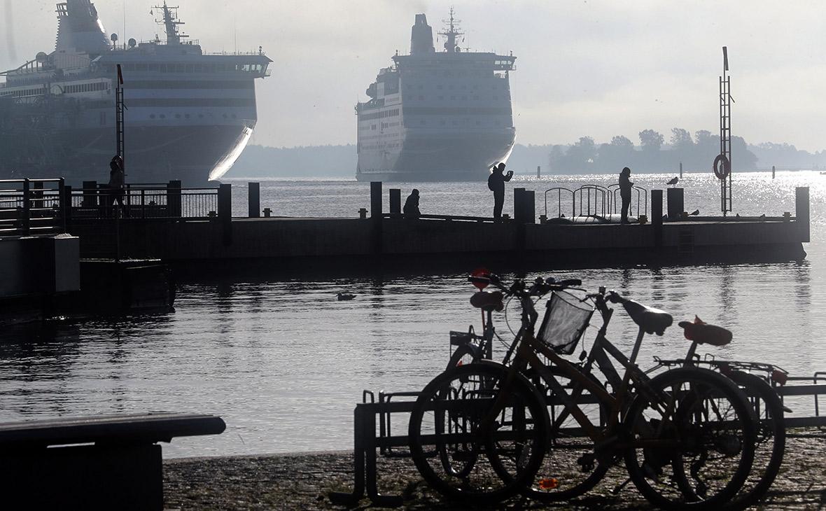 Вид наморской порт города Хельсинки