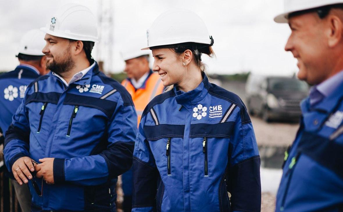 Катерина Босов (в центре)