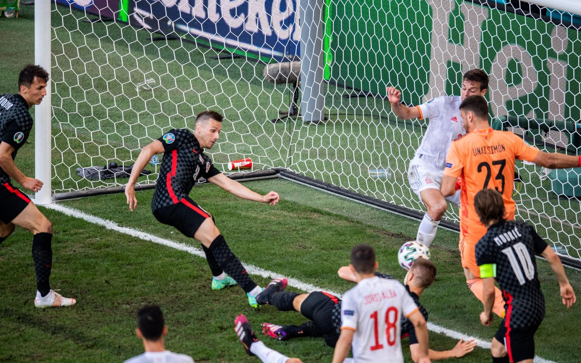 Один из забитых мячей в игре Хорватия — Испания