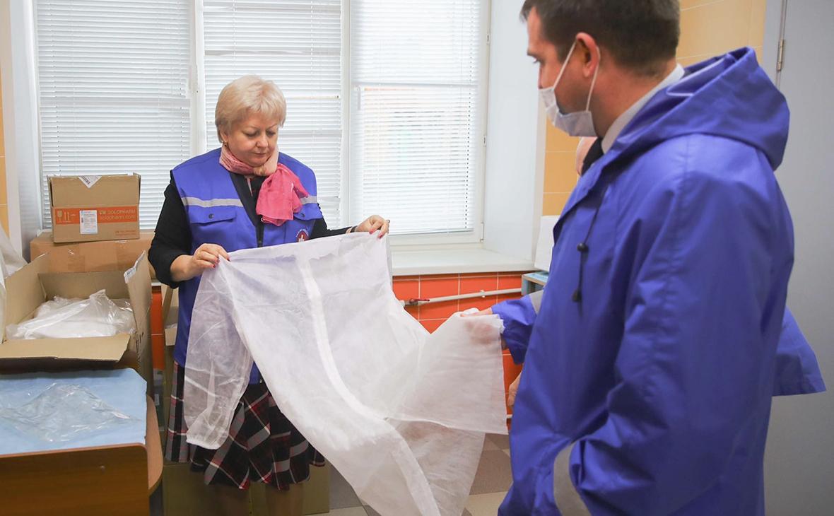 Выдача защитных костюмов сотрудникам Люберецкой больницы