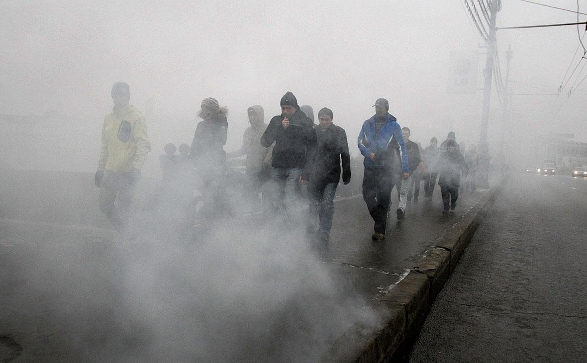 Участники санкционированного митинга на Болотной площади, 10 декабря 2011 года