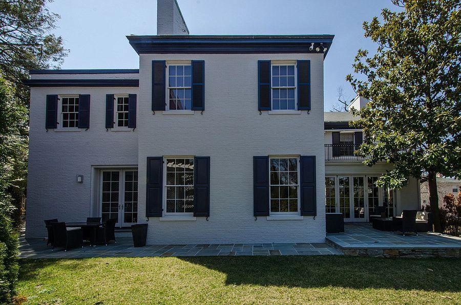 Дом, вкотором будут жить Кушнер иТрамп, был продан 22 декабря 2016 года, пишет издание Washingtonian. Брокером сделки выступило риелторское агентство Washington Fine Properties