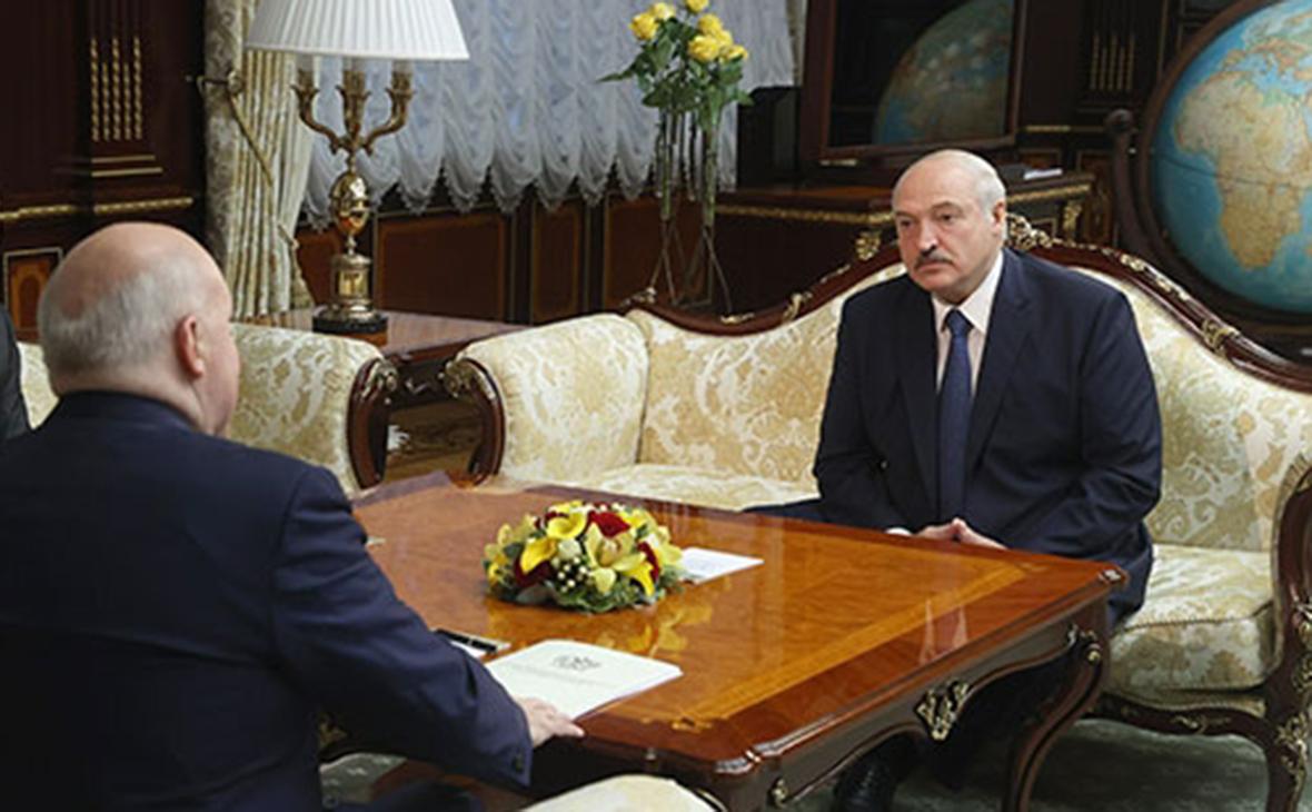 Дмитрий Мезенцев и Александр Лукашенко (справа)