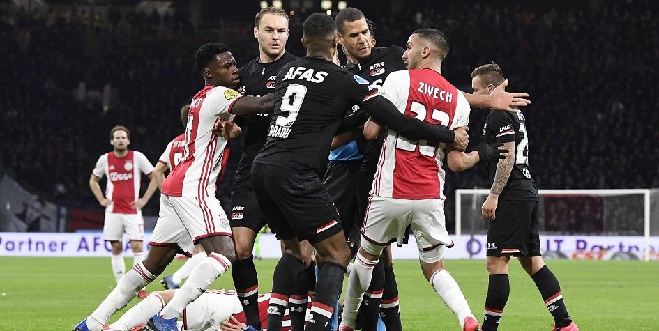Матч чемпионата Голландии по футболу между «Аяксом» и АЗ