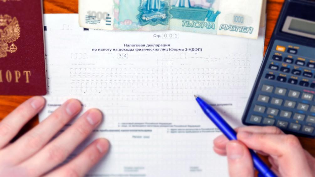 Существуют четыре основных способа легальной сдачи квартиры в аренду: путем уплаты НДФЛ как физическое лицо, в качестве индивидуального предпринимателя, где можно уплачивать 6% по УСН (плюс страховые взносы), как самозанятый либо через приобретение патента