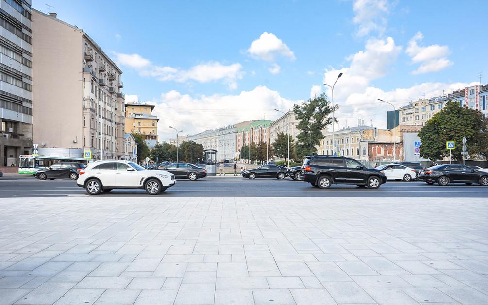 Транспортный налог c повышенным налоговым коэффициентом вынуждены платить владельцы транспортных средств из списка роскошных машин. Такой список опубликован на сайте Минпромторга и обновляется каждый год в марте .