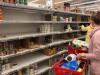 Корреспонденты РБК обошли несколько магазинов в Москве. В некоторых из них наблюдался дефицит отдельных товаров