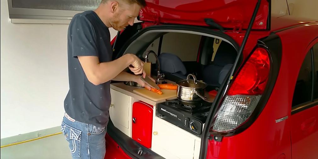 Peugeot iOn превратили в кухню на колесах