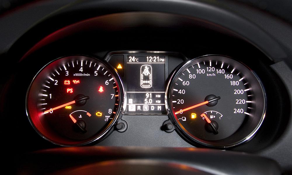 Одновременно нажмите и удерживайте около 5-ти секунд кнопки блокировки и разблокирования дверей на ключе зажигания.
