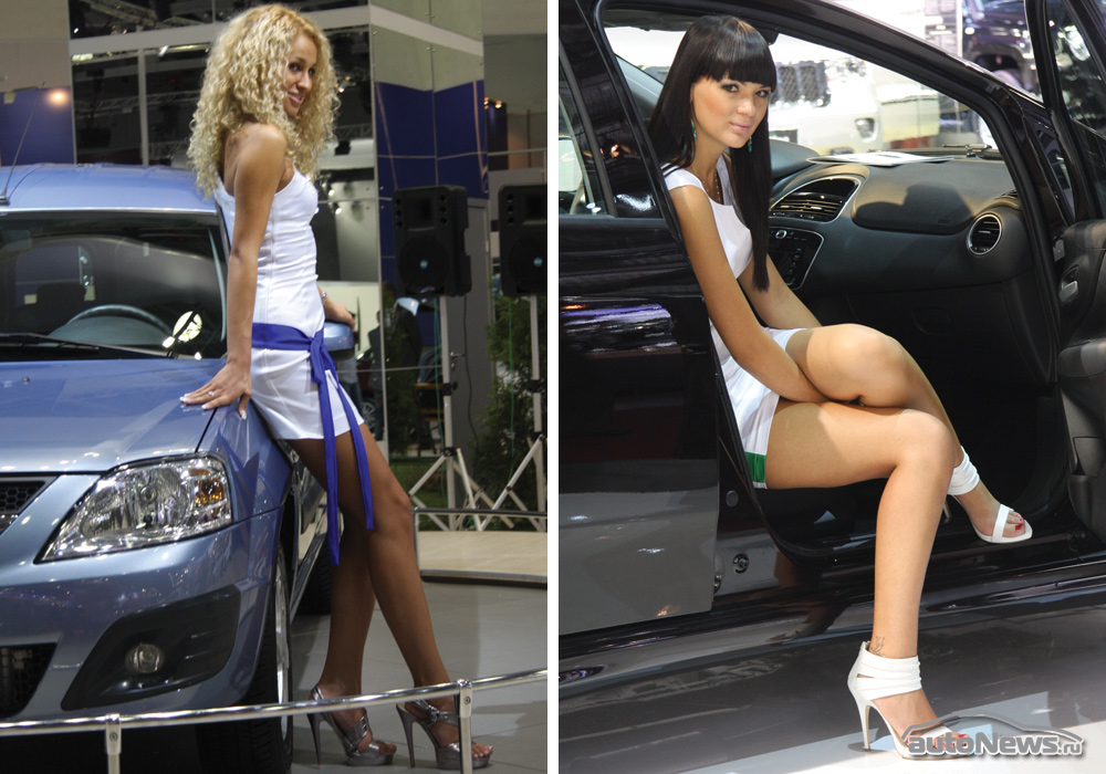 Секс в автосалоне с длинноногой красоткой видео