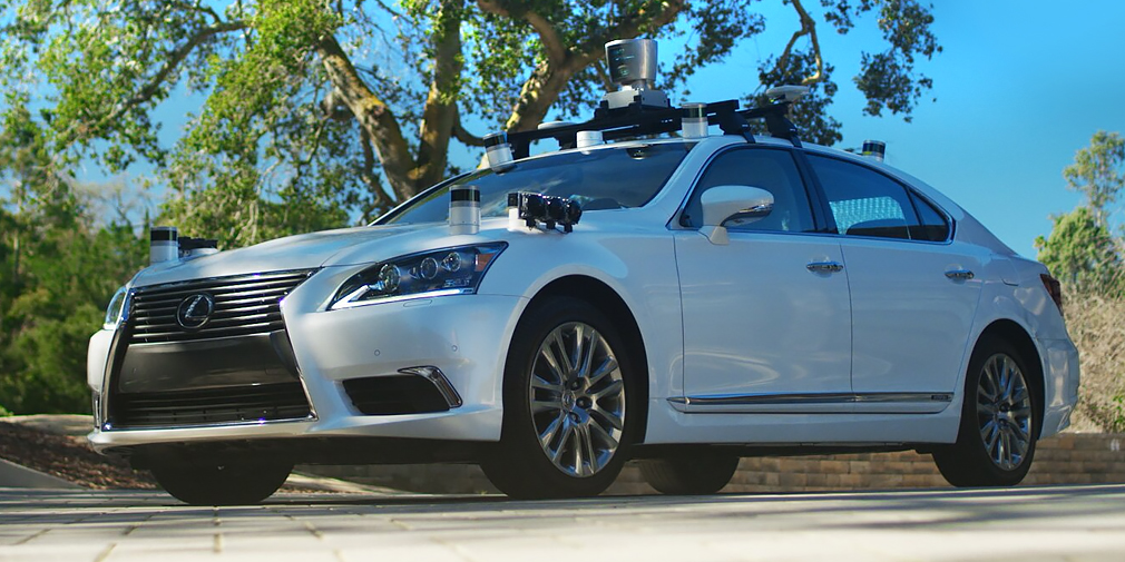 Toyota представила беспилотный автомобиль с функцией самообучения - Фото