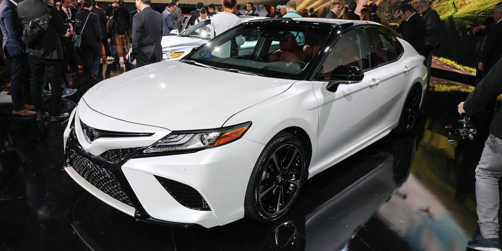 Toyota представила Camry нового поколения - Фото