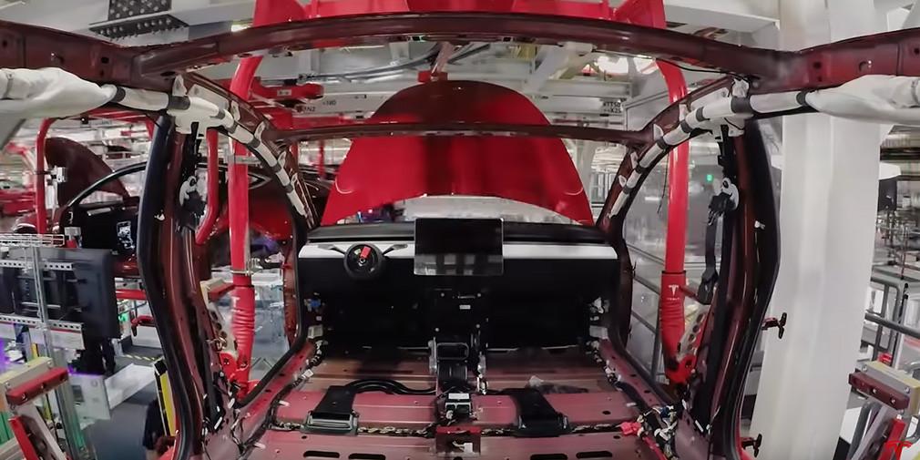 Tesla показала процесс сборки Model 3 на видео