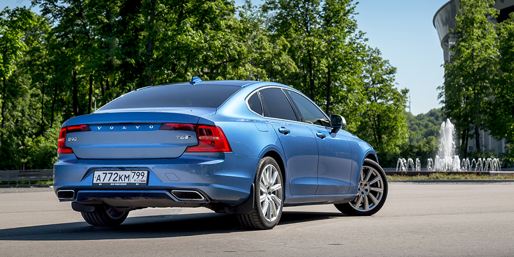 Признаки стиля. Lexus ES против Volvo S90 и Audi A6
