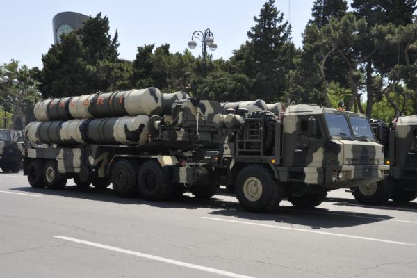 Новосибирский завод имени Коминтерна выпускает радиолокационные станции обнаружения для зенитно-ракетных комплексов С300 и С400, а также других средств ПВО