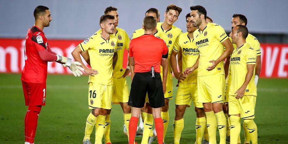 Футболисты «Вильярреала» в матче чемпионата Испании против «Реала»