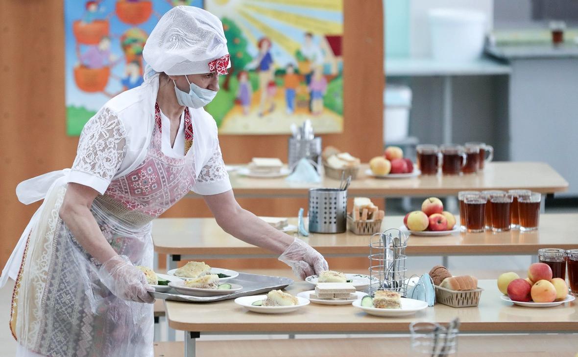 Путин поручил Роспотребнадзору внепланово проверять питание в школах