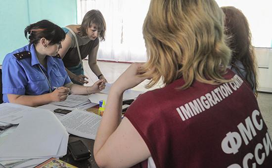 Регистрация сотрудниками УФМС России по Ростовской области прибывших граждан из Украины