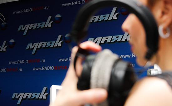 Во время работы в студии радиостанции «Маяк». Архивное фото