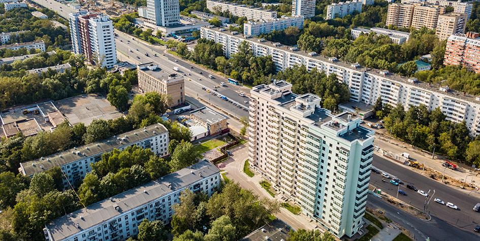 Вид на новый дом в районе Северное Измайлово по адресу Щелковское шоссе, 74, построенный для переселения москвичей из домов, включенных в программу реновации столичной недвижимости