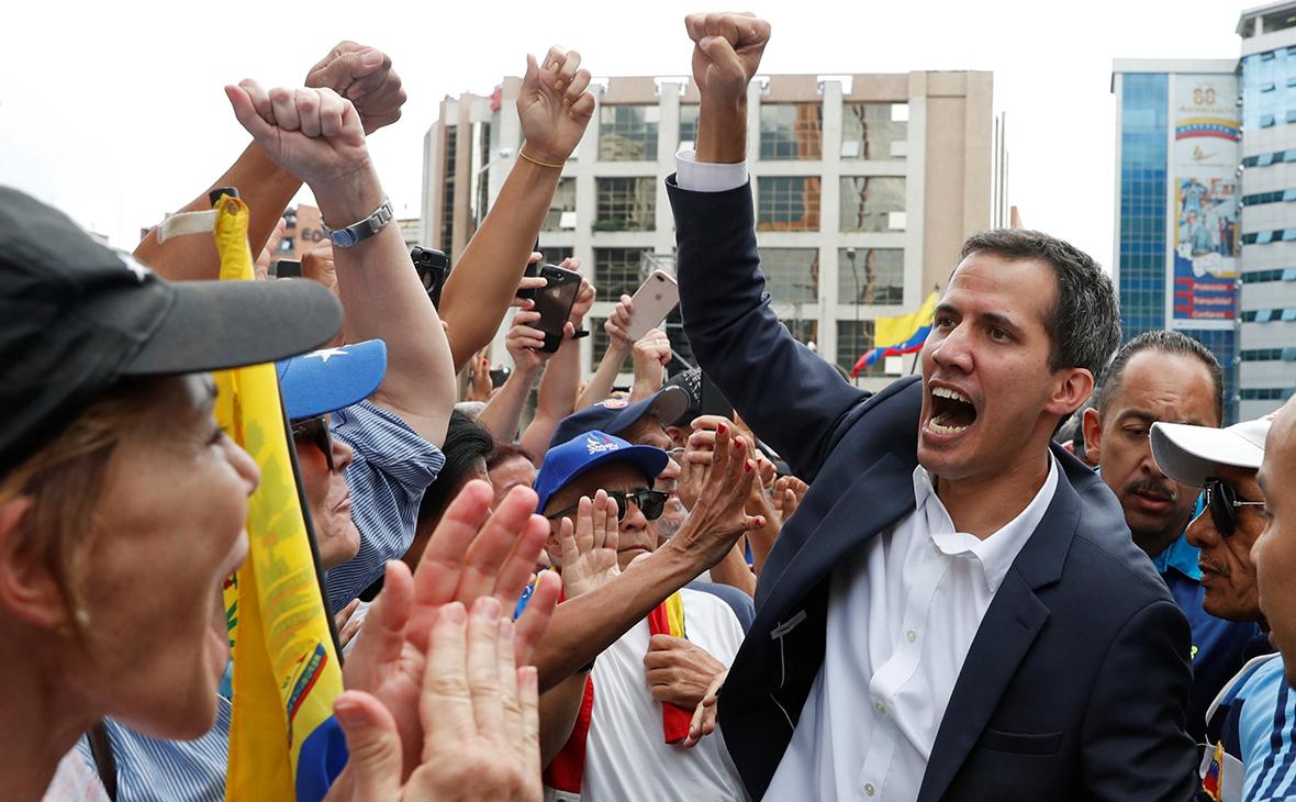 Лидер оппозиции Венесуэлы Хуан Гуаидо на митинге в Каракасе