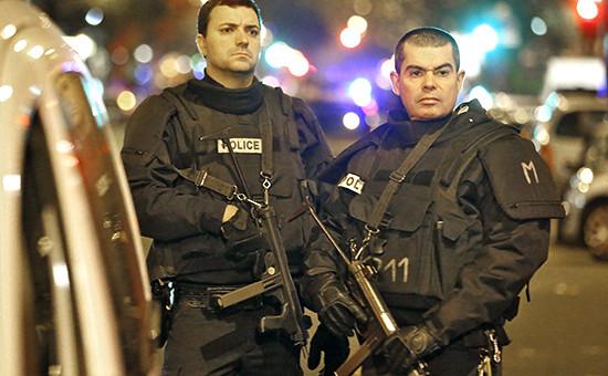 Полицейские патрули на улицах Парижа