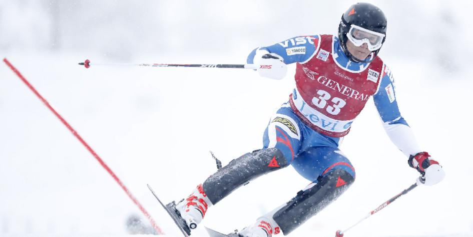 Российский горнолыжник попал в больницу после падения на соревнованиях