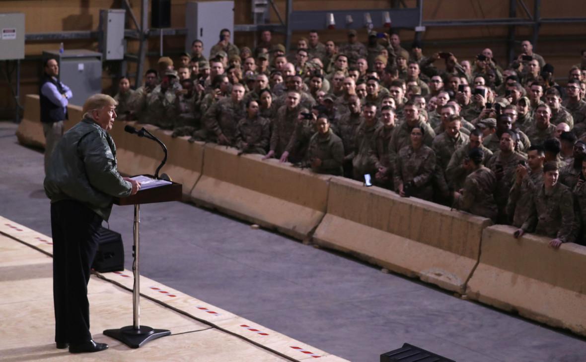 Дональд Трамп выступает перед американскими военными в Ираке